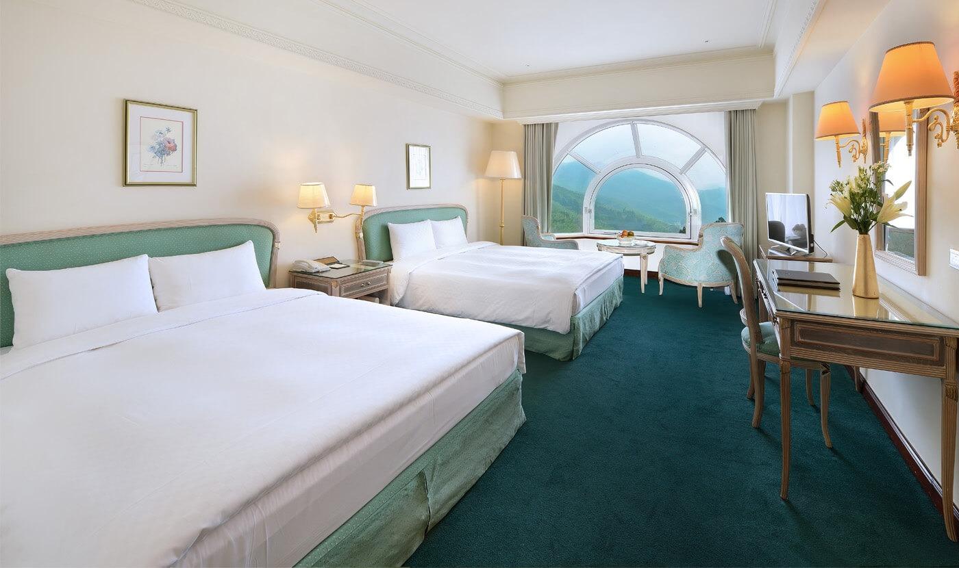 Luxury 4-bed room